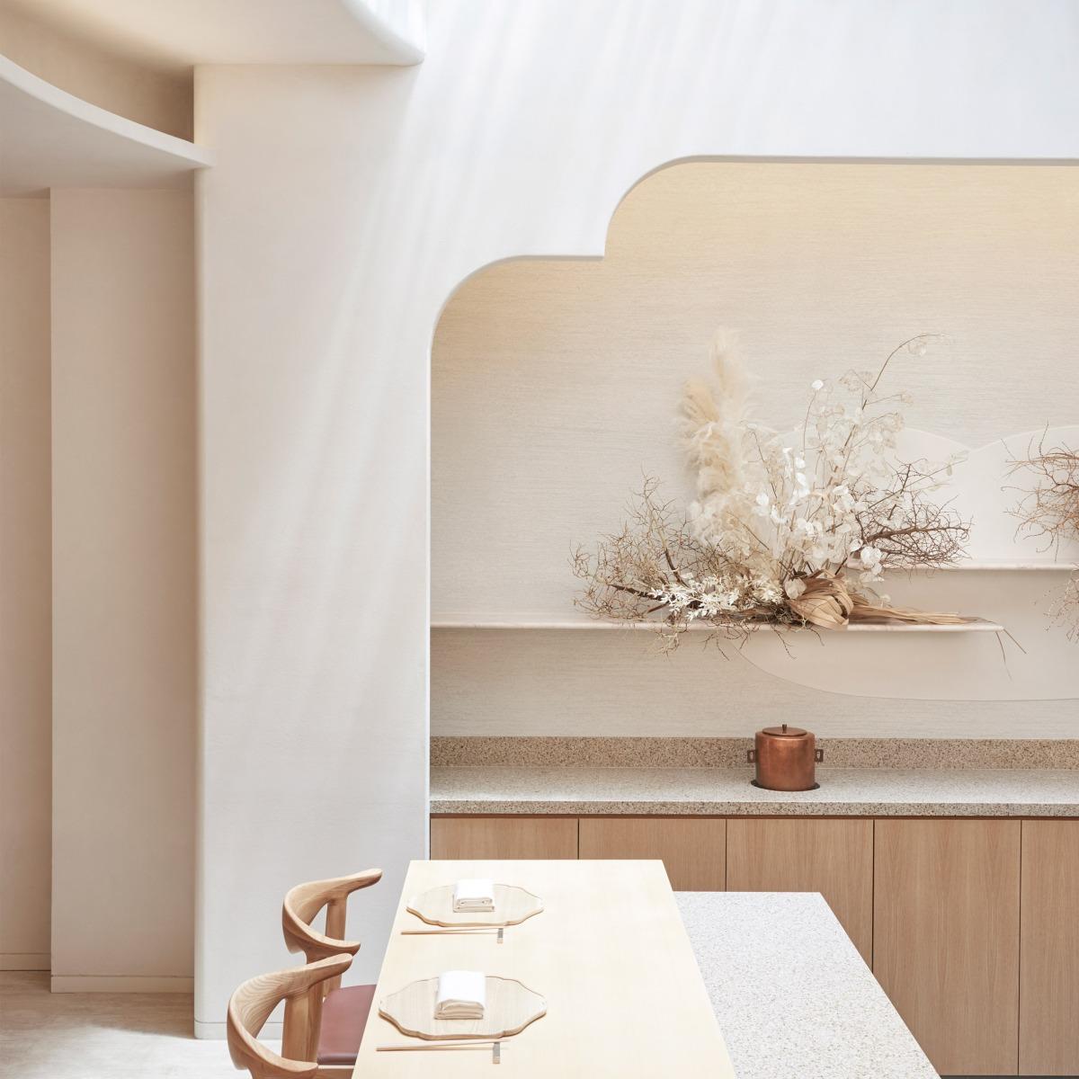 esora-takenouchi-webb-interiors-restaurants-singapore_dezeen_sq-1