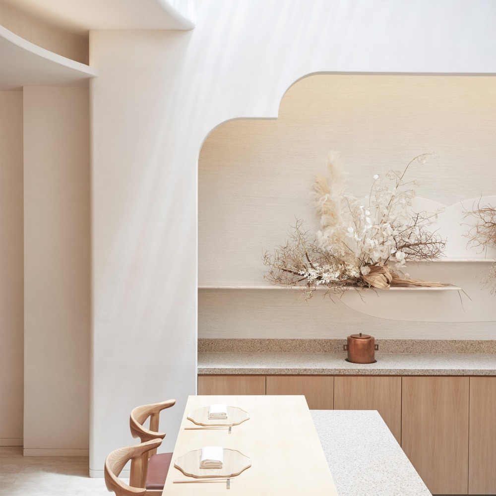 esora-takenouchi-webb-interiors-restaurants-singapore_dezeen_sq-1